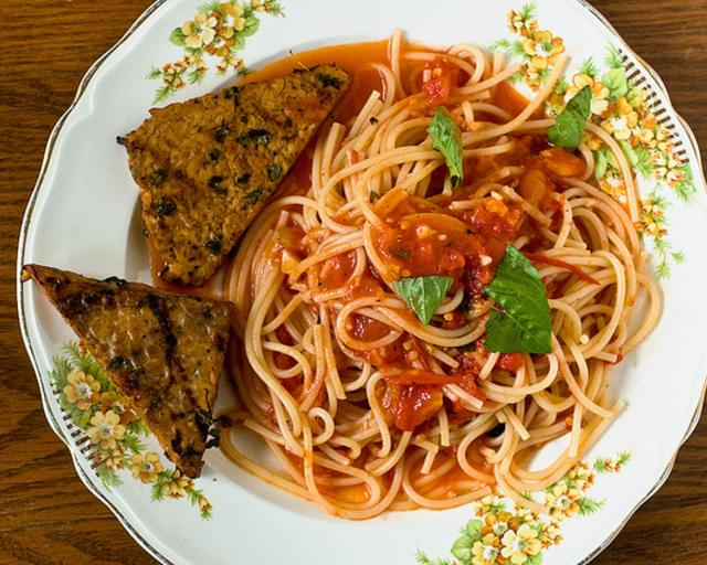 Spaghetti Pomodoro With Grilled Tempeh
