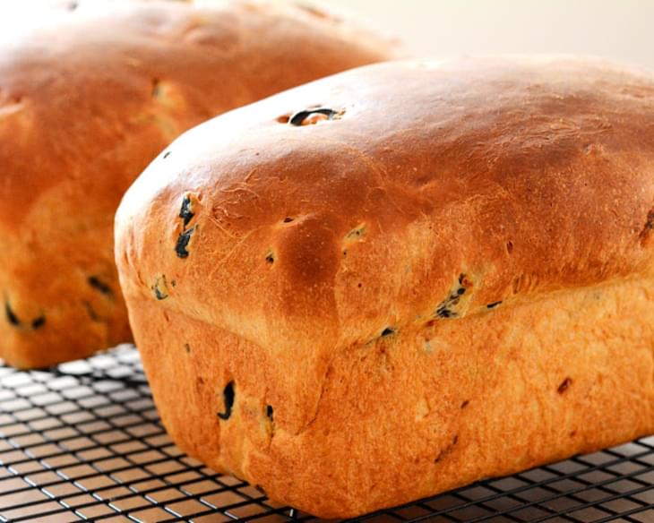 Home Baked Sun-Dried Tomato and Olive Bread [Recipe]
