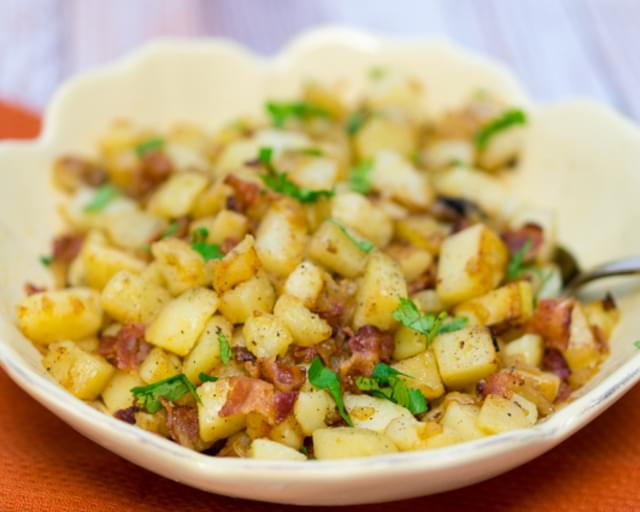 German Pan Fried Potatoes (Bratkartoffeln)