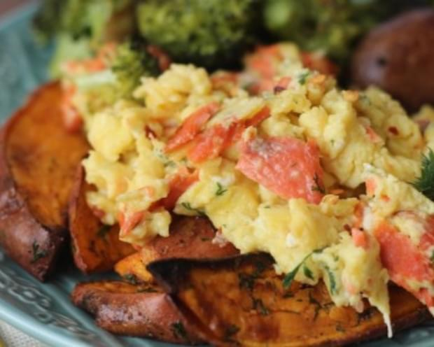 Dill Smoked Salmon and Red Pepper Scramble