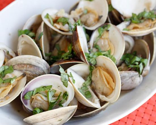 Steamed Clams with Fresh Basil