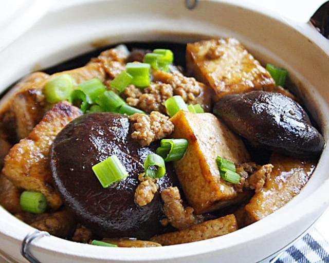 Braised Bean Curd (Firm Tofu) with Mushrooms