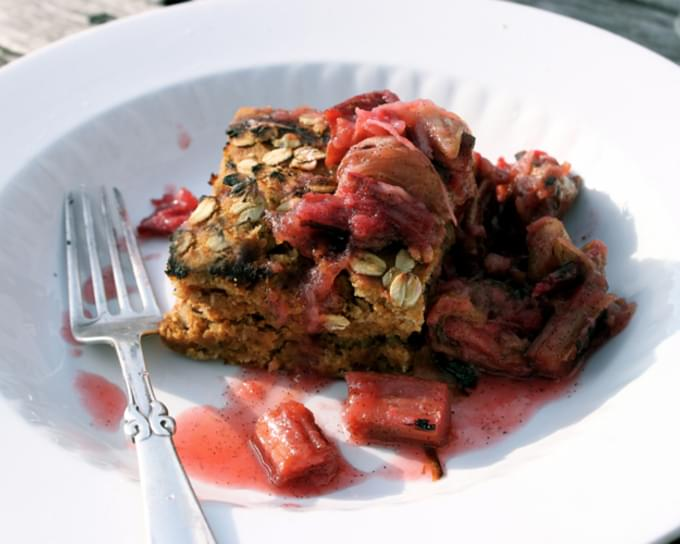 Simple Strawbery Cake with Grilled Rhubarb Vanilla Sauce