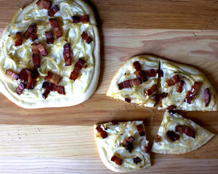 Pizza with Bacon, Onions and Cream [Alsatian Pizza]