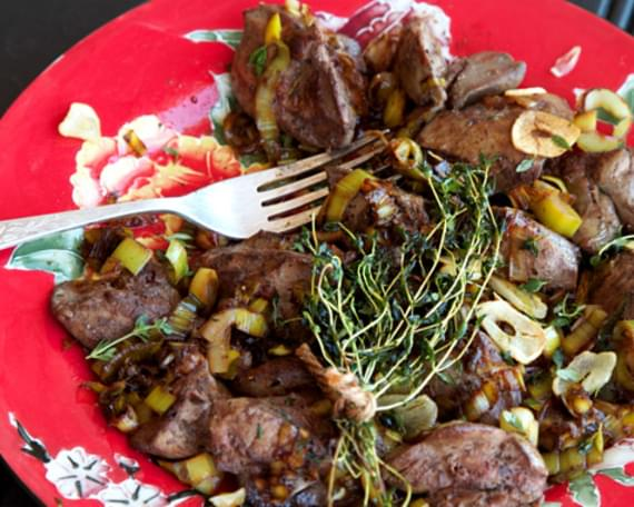 Chicken Livers With Thyme, Garlic & Leeks
