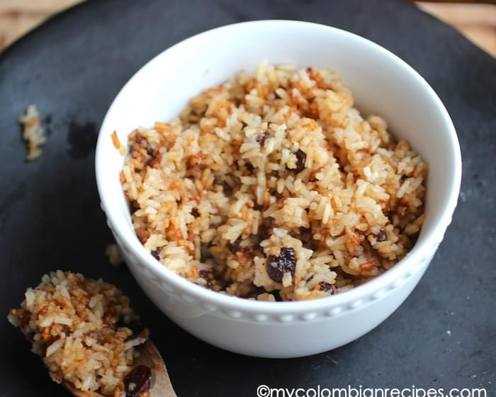 Arroz con Coco Titoté (Rice with Coconut and Raisins)