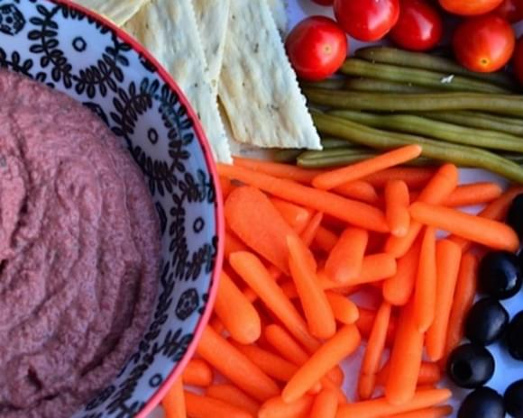 Bush's Cannellini Beans and Red Beet Hummus