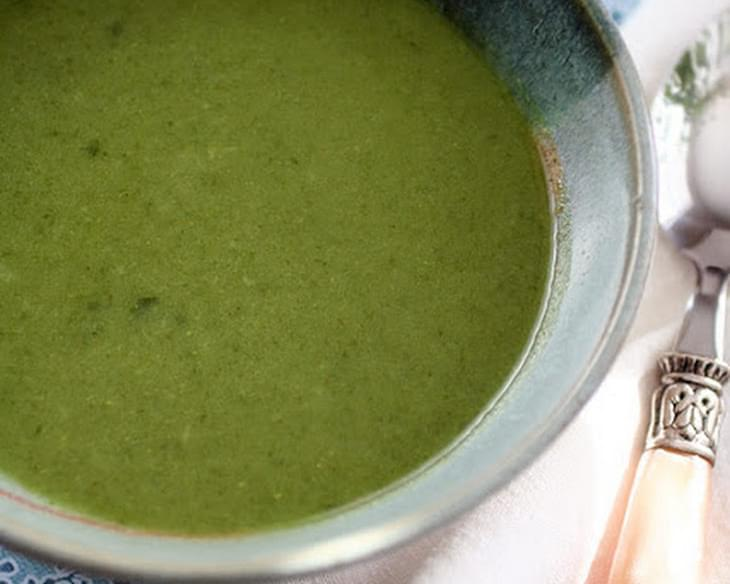 Detox Green Soup Recipe with Broccoli, Spinach and Ginger