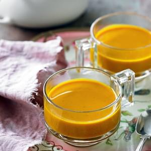 Cleansing Turmeric & Ginger Tea (Recipe)
