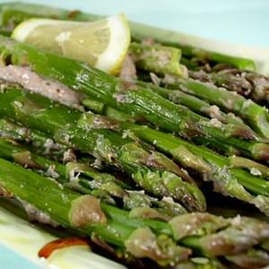 Asparagus with Roasted Garlic Sauce