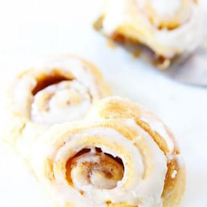 Easy Mini Pumpkin Cinnamon Rolls