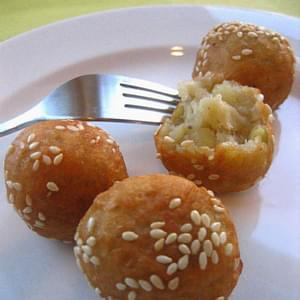 Sweet Potato Balls (蕃薯旦)