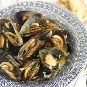 Very Easy Mussels Steamed In Wine With Parsley Pesto