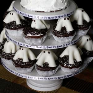 Devil's Food Cupcakes with Fondant Ghosts
