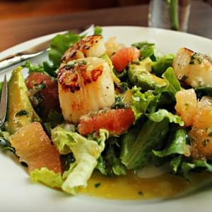 Grapefruit And Avocado Salad With Seared Scallops