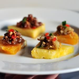 Ma Haw Recipe (Thai Minced Pork and Shrimp Relish on Fruit Segments)