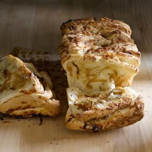 Gruyere & Caramelized Onion Pull-Apart Bread