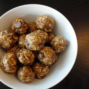 No Bake Oatmeal, Peanut Butter, Chocolate Chip Balls