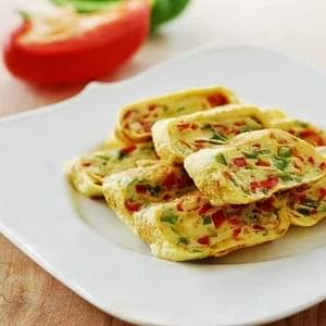 Gyeran Mari (Rolled Omelette) with Bell Peppers