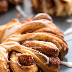 Cinnamon Roll Swirls and a 250$ Amazon Gift Card Giveaway!