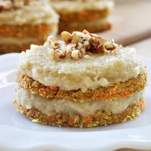 Raw Vegan Mini Carrot Cakes + Maple Vanilla Frosting