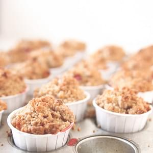 Strawberry Rhubarb Crumble Muffins