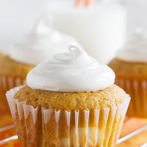 Pumpkin Cheesecake Cupcakes with Brown Sugar Marshmallow Frosting