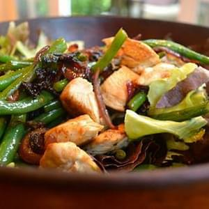 Salad with Warm Chicken, Bacon, Green Beans and Red Onion