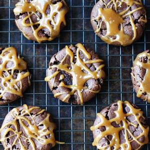 """Dark Chocolate Dreams"" Peanut Butter Cookies with ""The Bee's Knees"" Caramel Drizzle"