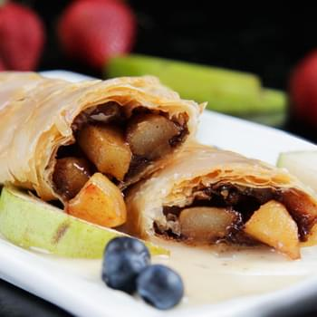 Brown Sugar & Cinnamon Pear Strudel (Easy!)