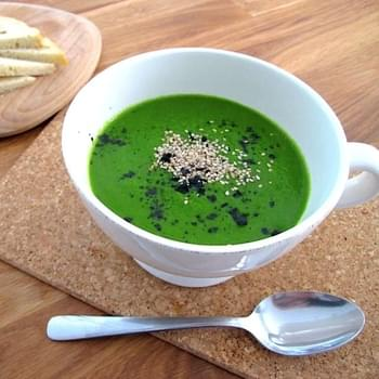 "Spicy ""Kermit"" raw green cavolo nero soup recipe made with raw vegetables in the Vitamix"