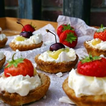 Lemon Curd And Greek Yoghurt Eton Mess Tarts