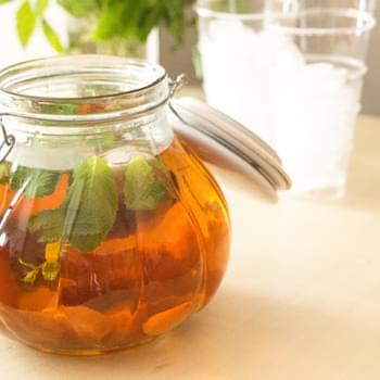 How to Make Sun Tea (with Peaches and Mint)