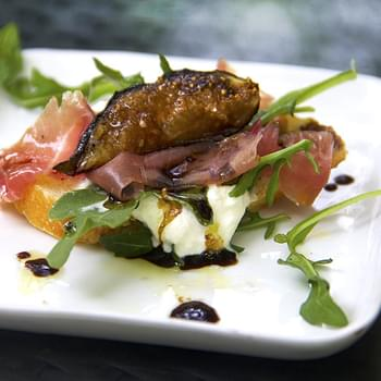 GRILLED FIGS, PROSCIUTTO & BURRATA APPETIZER