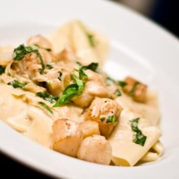 Bay Scallops In Basil Cream Sauce