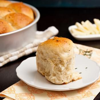 Soft Dinner Rolls with Rosemary and Black Pepper