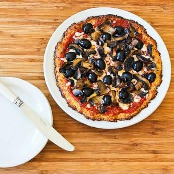 Cauliflower-Crust Vegetarian Pizza with Mushrooms and Olives (Cooked on the Grill or in the Oven)