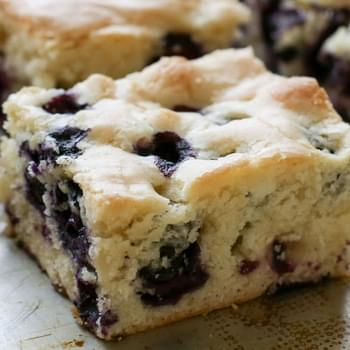 {Six Ingredient} Blueberry Snack Cake - traditional and gluten free recipes