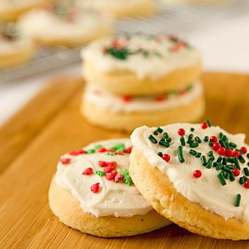 Lofthouse Sugar Cookies with Easy Buttercream Frosting