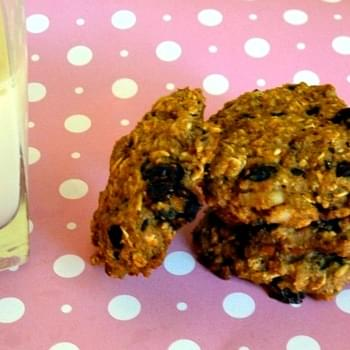 Whole Wheat Oatmeal Granola Cookies with Dark Chocolate and Walnuts Makes 32