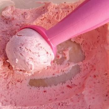 Easy Strawberry Ice Cream