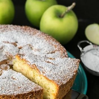 Apple Sharlotka Recipe (Russian Apple Cake)