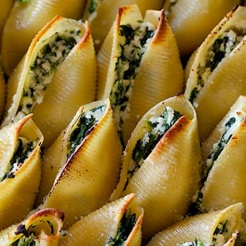 Simple Spinach and Ricotta Stuffed Shells