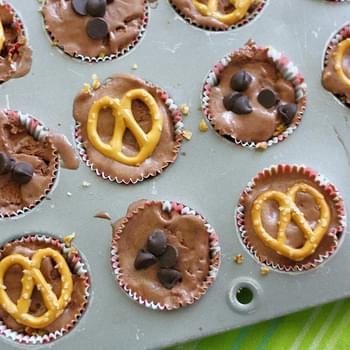 Chocolate Ice Cream Bites With Pretzel Crust.