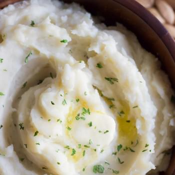 Easy Creamy Crockpot Roasted Garlic Mashed Potatoes