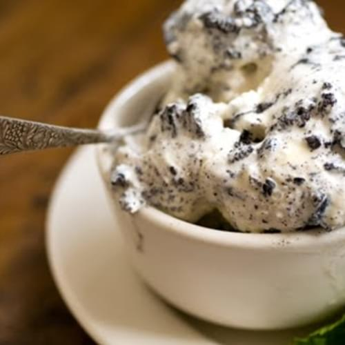 Mint chocolate cookies and cream ice cream (loosely adapted from two recipes in Sweet Cream and Sugar Cones by Kris Hoogerhyde, Anne Walker amd Dabney