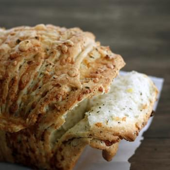 Cheesy Garlic Herb Pull-apart Bread