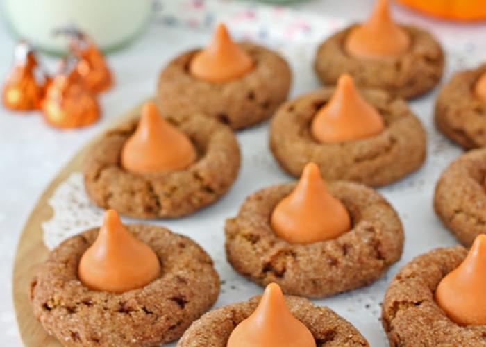 Pumpkin Spice Kiss Cookies